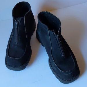 La Canadienne black suede shoes-sz 9 1/2 M